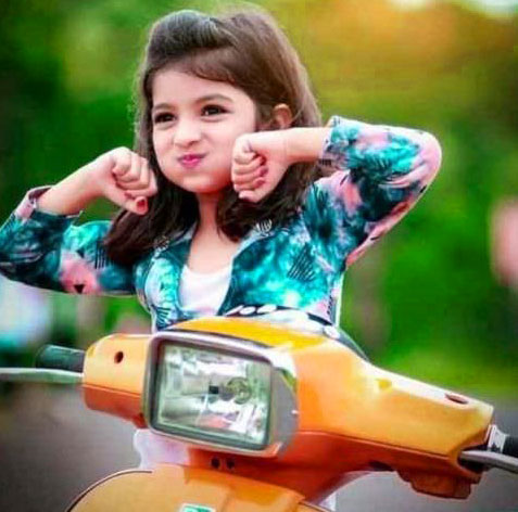 Very Stylish Girl Whatsapp DP Images Wallpaper Download