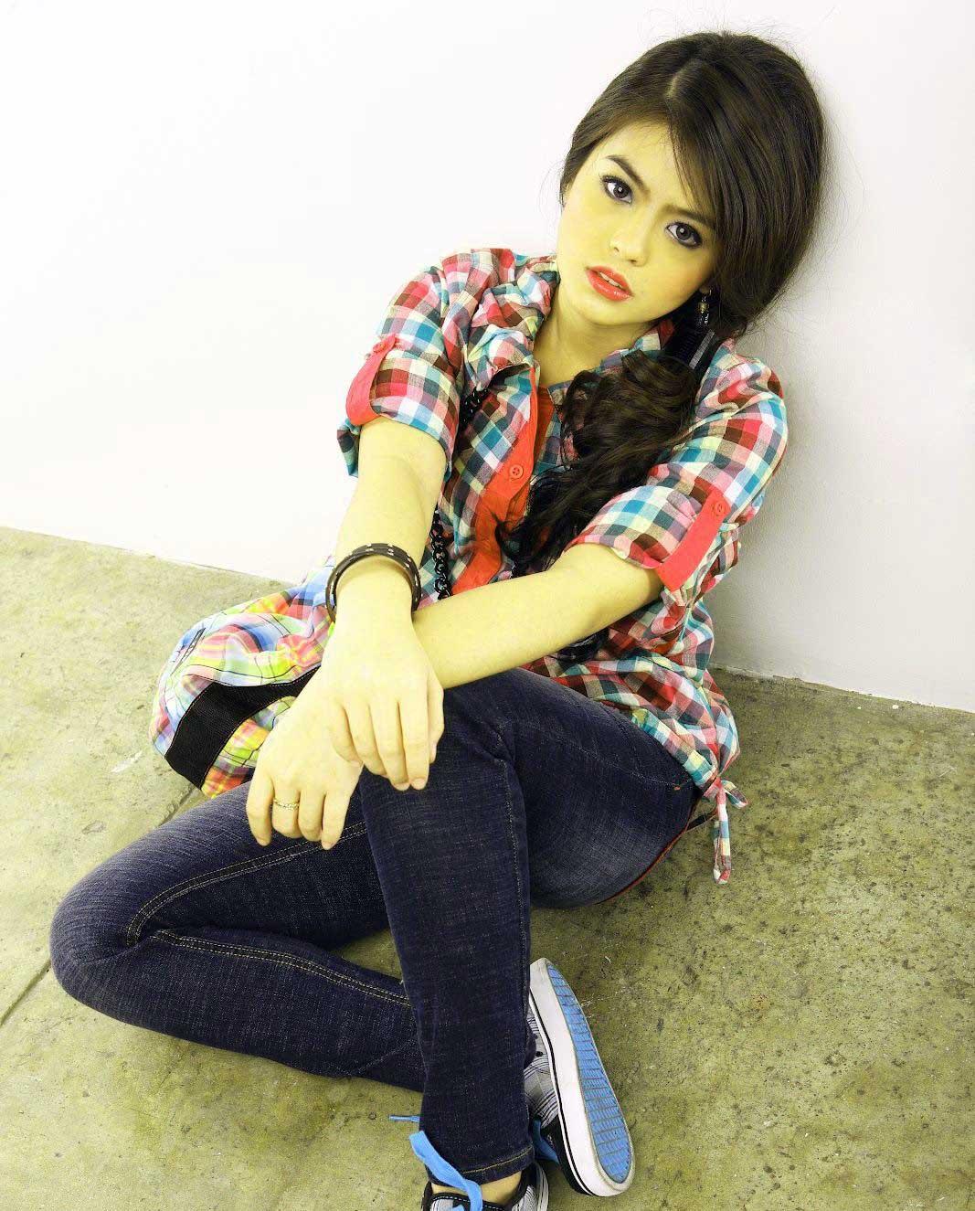 New Top Free Beautiful Stylish Girls Whatsapp Dp Pic