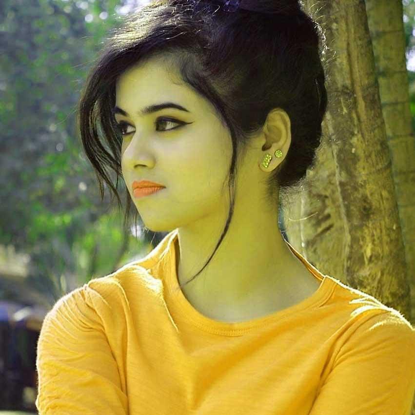 Yellow Color Free Beautiful Stylish Girls Whatsapp Dp p Pics Download