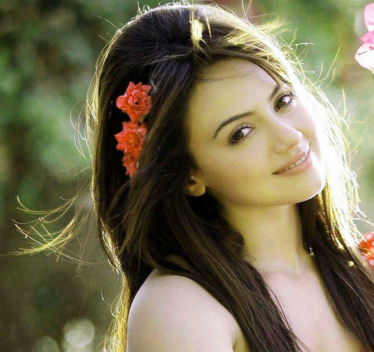 Free New Best very cute beautiful girl images Wallpaper Download