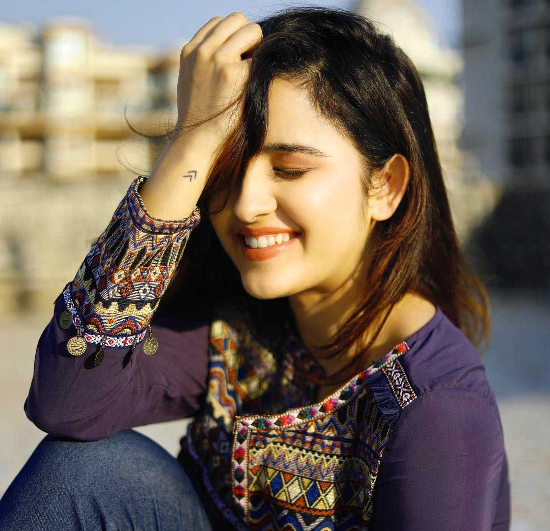 Latest very cute beautiful girl images Wallpaper Download