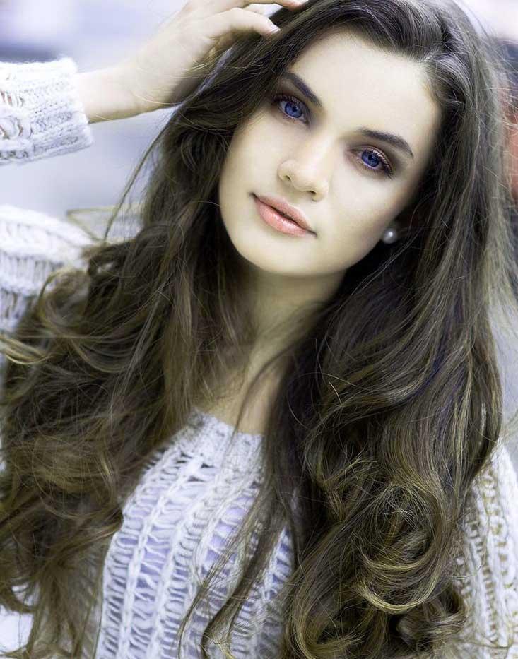 Very Beautiful Girl Images Wallpaper