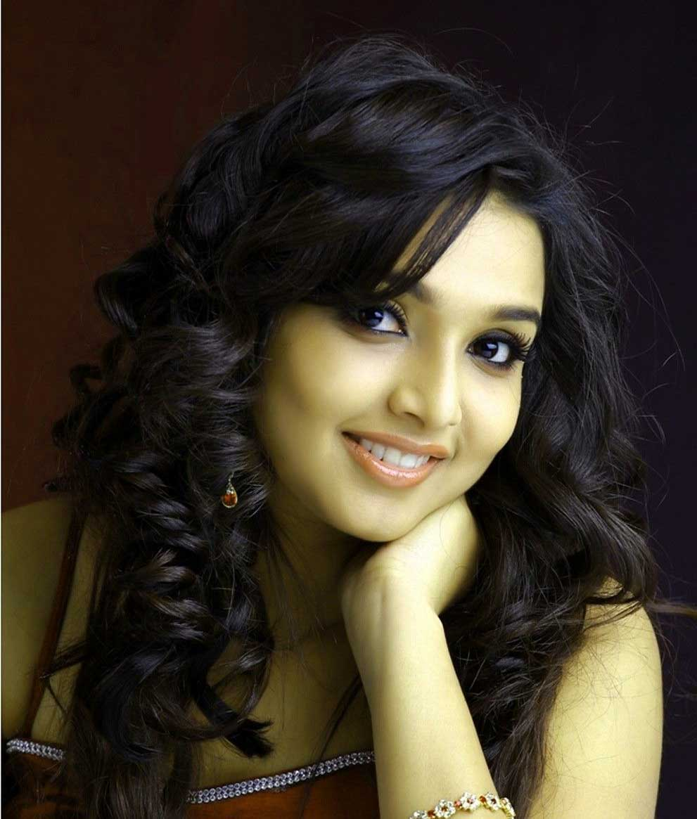 very cute beautiful girl images Wallpaper Latest